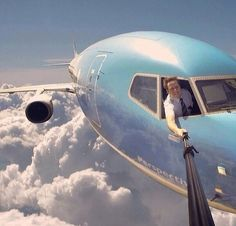 This guy won the selfie game.