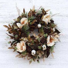 Burlap Ribbon Wreaths, Floral Wreaths, Christmas Flower Arrangements, Christmas Wreaths For Front Door, Magnolia Wreath, Xmas Decorations, Antique Gold, Fall Decor, Pine