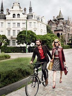 Vanessa Axente and Michiel Huisman Tour Antwerp Wearing Arty, Avant-Garde Fall Fashion – Vogue