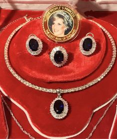 Princess Diana Sapphire and Diamond Jewelry Set Royal Memorabilia Luxury comes with Original Coin and accessories - - Women's Jewelry Sets, Royal Jewelry, Sea Glass Jewelry, Custom Jewelry, Diamond Jewelry, Jewelry Accessories, Fine Jewelry, Women Jewelry, Fashion Jewelry