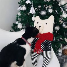 """938 curtidas, 21 comentários - Morando com Amor (@morandocomamor) no Instagram: """"Elementos lúdicos na árvore de Natal. Esse pocotó a gente achou na @tokstok por um preço bem justo…"""""""