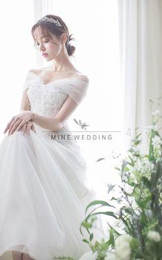 Pre Wedding Photoshoot, Bridal Shoot, Wedding Poses, Top Wedding Dresses, Bridal Dresses, Wedding Stills, Korean Wedding, Bridal Portraits, Wedding Photography