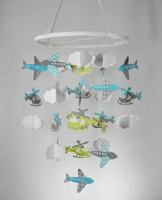 baby-mobile-selber-basteln-papier-hubschrauber-flugzeuge-junge