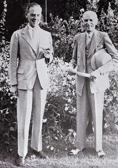 Quaid-e-Azam and Sir Stafford Cripps ~Pakistan History Of Pakistan, Pakistan Zindabad, Sufi Saints, Time Pictures, Great Leaders, Muhammad Ali, Historical Pictures, Rare Photos, Law Of Attraction