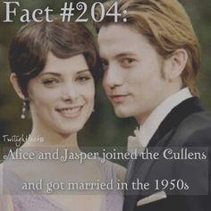 Alice and jasper Alice Twilight, Twilight Jokes, Jasper Twilight, Twilight Poster, Twilight Saga Quotes, Twilight Saga Series, Twilight Edward, Twilight Series, Twilight Movie
