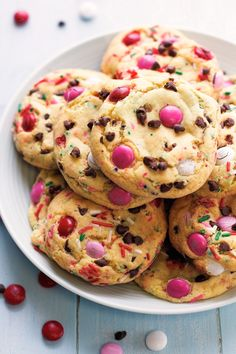 Soft-baked and irresistible cake batter cookies speckled with chocolate chips, sprinkles, and M&Ms! #cakebattercookies #quickcookies #cookies #cakebatter | littlespicejar.com
