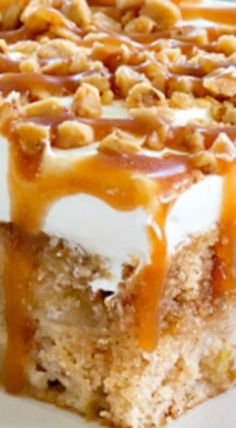 Caramel Apple Poke Cake is super simple to make. The caramel drizzle and toffee bits make it irresistible. This is the perfect dessert for fall! Poke Cake Recipes, Poke Cakes, Cupcake Cakes, Caramel Apple Poke Cake Recipe, Caramel Apple Cupcakes, Fall Cake Recipes, Layer Cakes, Fall Desserts, Just Desserts