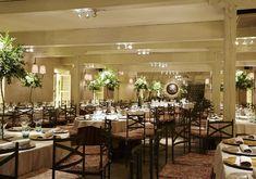 las lunas en La Quinta de Illescas Conference Room, Table Settings, Table Decorations, Furniture, Home Decor, Sage Green House, September Weddings, Religious Wedding, Winter Weddings
