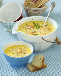 Kokos-Möhrensuppe mit Schinken Our popular recipe for coconut and carrot soup with ham and over more free recipes on LECKER. Paleo Soup, Healthy Soup Recipes, Vegetarian Recipes, Law Carb, Vegetable Soup Healthy, Ham Soup, Soup Kitchen, Carrot Soup, Coconut Recipes