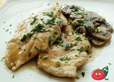 Le scaloppine di pollo ai funghi sono un secondo molto semplice da cucinare, una di quelle ricette che si possono fare all'ultimo minuto!