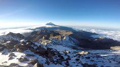 """Volcán Popocatepetl, Mexico. Foto desde la Montaña Izztacihuatl, """"Mujer dormida"""""""