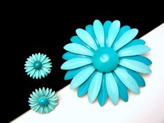 Beautiful vintage enamel aqua flower   brooch and earring set