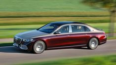 The 2022 Mercedes-Maybach S 680 was just revealed in flashy two-tone luxury, and it's loaded up with extravagance. Mercedes Maybach, Mercedes S Class, New Mercedes, Benz S Class, Class Pictures, Head Up Display, Audi A6, Twin Turbo