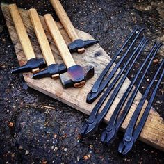 Homemade Forge, Homemade Tools, Blacksmith Tools, Blacksmith Projects, Farrier Tools, Get Off The Grid, Big Garden, Metal Projects, Metal Working
