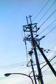 『よく晴れた日の、電柱』