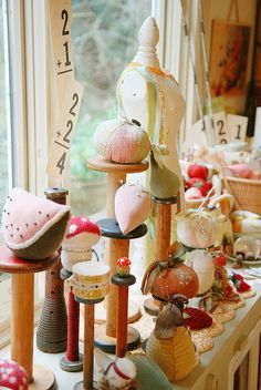 pretty pincushions ~ love the display of the pincushions