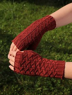 Menelaos mitts - free pattern for fingerless mitts- Ravelry