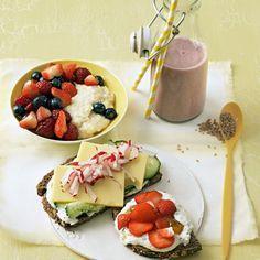 Dreimal Frühstück Starten Sie mit einem leckeren Frühstück, wenn Sie schnell und einfach abnehmen wollen. Diese drei Rezepte liefern noch zusätzlichen Benefit: Die Kerne des Granatapfels enthalten bioaktive Stoffe (Polyphenole), die die Körperzellen vor schädlichen Einflüssen schützen und den Alterungsprozess verlangsamen können. Soja enthält Pflanzenhormone, die im Hinblick auf die Wechseljahre hilfreich sein können. Das gleiche gilt für Leinsamen. Hirse liefert Silicium, wovon Haut, Haare…