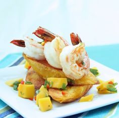 Direttamente dai #Caraibi una ricetta che fa subito estate: fettine fritte di #platano servite con #gamberi, #mango a cubetti, coriandolo e peperoncino tritati, sale, olio di oliva e succo di lime. #recipe #caribe #shrimps