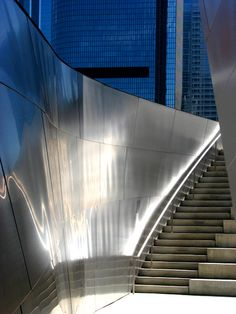 Gehry, Walt Disney Concert Hall, photo by Tashyy