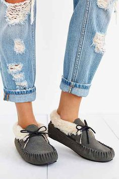 Minnetonka Chrissy Moccasin - Urban Outfitters