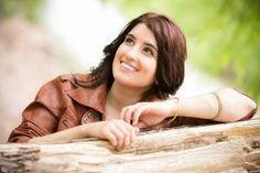 """NOTA DESTACADA: Maricel Keropian canta """"En tu Altar"""" desde la Patagonia. Conocé la vida, obra y ministerio de una cantante que llega hasta donde está la necesidad. ->http://goo.gl/ImTZJU Además te invitamos a dusfrutar de su primer video clip en HD #TDMPRODUCCIONES"""
