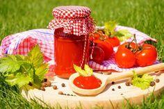 Domácí kečup Pesto, Picnic, Basket, Table Decorations, Syrup, Picnics, Dinner Table Decorations