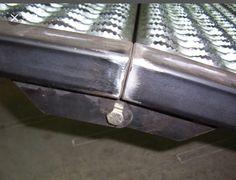 Tail gate hinge