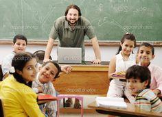 depositphotos_6150986-stock-photo-interaction-between-teacher-and-children.jpg (1024×742)