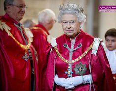 بر اساس جدول ردهبندی روزنامه Sunday Times ثروت شخصی ملکه الیزابت 340 میلیون یورو است. اولیا حضرت سالانه معادل 8.3 میلیون یورو از محل درآمد دولت انگلستان دستمزد دریافت میکند و بقیه ثروت او حاصل سرمایهگذاری و داراییهای شخصی و هنر اوست. کاخها و جواهرات سلطنتی انگسلتان جزو اموال و ثروت شخصی ملکه محسوب نمیشوند