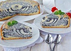 """Волшебное блюдо для любителей творожной выпечки! Очень вкусный и нежный пирог: воздушная творожная начинка, дополненная маком для оригинального вкуса и консистенции, а сверху посыпка из """"песочной крошки"""" и рубленых орешков придаст пирогу особый вкус и хруст."""