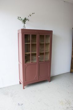 Painted Armoire, Painted Furniture, Pink Furniture, Retro Home Decor, Cheap Home Decor, Home Decoration, Remodeling Mobile Homes, Home Remodeling, Vitrine Vintage