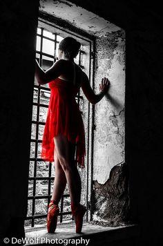Love the idea of black & white photos with a splash of colour! Brilliant