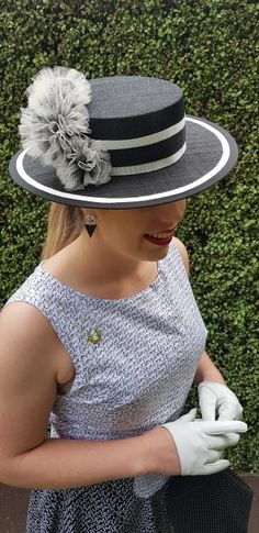 For Derby Day traditionally the dress code for the day is black and white with all race goers wear the mono chrome palette. Flemington Racecourse, Beret, Hat, Race Day Fashion, Spring Racing Carnival, Melbourne Cup, Derby Day, Sewing Blogs, Boater