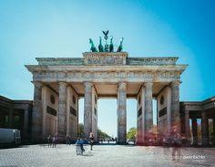Brandenburger Tor.  EOS 6DM2 Canon 17-40L  #berlin #brandenburgertor #sightseeing #travel #follow #instagood #berlinlovers #traveler #followme #picoftheday #sights #canon #longtimeexposure #eos #impressiv Eos, Canon, Berlin, Louvre, Instagram, Building, Travel, Brandenburg Gate, Viajes