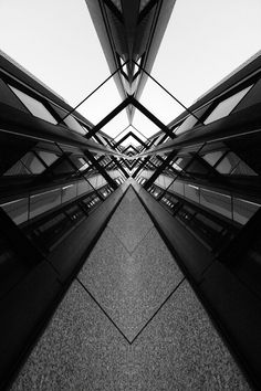 symmetry, reflections on materials TIJD - tijdmachine - van de ene zone naar de . Symmetry Photography, Urban Photography, Abstract Photography, Street Photography, Line Photography, Perspective Photography, Baroque Architecture, Architecture Photo, Interior Architecture