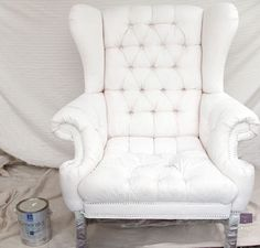 How to paint upholstery: make your painted sofas or chairs soft and comfortable in this step by step tutorial. Lots of tips on materials and techniques!