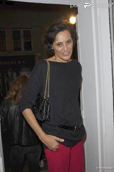Inès de la Fressange lors de l'inauguration de la nouvelle boutique Vanessa Tugendhaft à Paris, le 2 octobre 2012