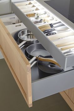 Important kitchen storage skills are worth learning – page 33 of 42 Home Deco… – Small Kitchen Ideas Storages Kitchen Organization Pantry, Kitchen Storage Solutions, Diy Kitchen Storage, Organized Kitchen, Kitchen Pantry Cabinets, Kitchen Drawers, New Kitchen, Kitchen Decor, Decorating Kitchen