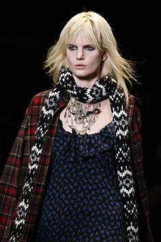 VOGUE fashion | trends | 顔まわり小物で劇的に変化! 最旬ボーイフレンド・カジュアル。 | 4