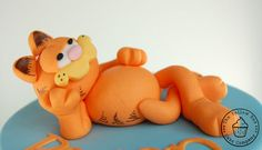 Garfield and Odie Birthday Cake Cupcakes, Cupcake Cakes, Garfield Birthday, Biscuit, Garfield And Odie, Fondant Animals, Character Cakes, Fondant Tutorial, Gorgeous Cakes