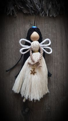 Doll Crafts, Crafts To Do, Yarn Crafts, Bead Crafts, Weaving Projects, Macrame Projects, Diy Bow, Diy Ribbon, Diy Angels