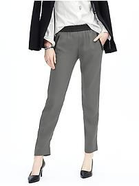 Con banda nera laterale aiutano ad allungare la gamba. With side black band, these pants help make your legs longer