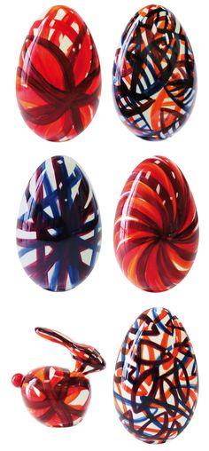 Collection Tanabata - Jacques Génin s'associe de nouveau à Corinne Jam pour proposer des œufs et des lapins au chocolat noir peints à la main. Les sujets sont garnis. 79€ l'œuf de 14 cm, 124€ l'œuf de 20cm. 34€ le petit lapin, 66€ le grand lapin.