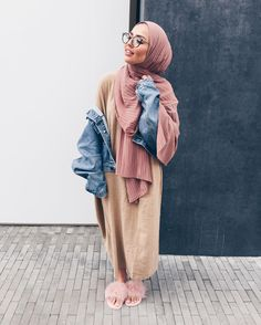 30 Cute Hijab School Outfits for Muslim Teen Girls Street Hijab Fashion, Abaya Fashion, Modest Fashion, Fashion Fashion, Womens Fashion, Fashion Outfits, Hijab Fashionista, Casual Hijab Outfit, Hijab Chic