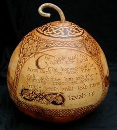 Celtic art on gourds Be Wolf, Fun Crafts, Arts And Crafts, Decor Crafts, Decorative Gourds, Painted Gourds, Gourd Art, Pyrography, Wood Carving