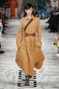 Stella McCartney Fall 2019 Fashion Show . Designer ready-to-wear looks from Fall 2019 runway shows from Paris Fashion Week Paris Fashion Week, Big Fashion, Fashion 2020, New York Fashion, Modest Fashion, Star Fashion, Runway Fashion, Fashion Trends, Fashion Blogs