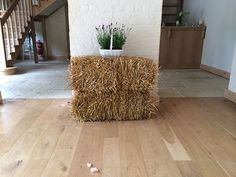 10 ways to use straw and hay bales at a wedding