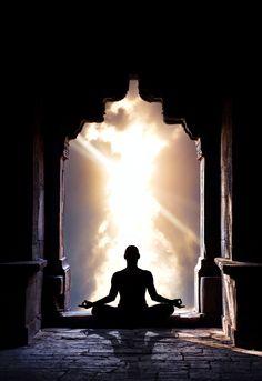 Cerque-se da luz branca de Deus todas as manhãs antes de começar o seu dia .... Oração ... a proteção da luz de Deus me rodeia; O Amor de Deus me envolve; O poder de Deus me protege; A Presença de Deus cuida de mim...