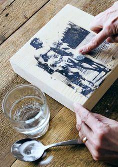 Tee rakkaista muistoista tauluja | Meillä kotona Wood Crafts, Diy And Crafts, Handicraft, Stuff To Do, Plastic Cutting Board, Home Decor, Anna, Ideas, Craft
